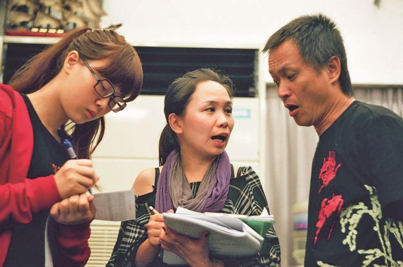 性格謹慎的呂恩萍在演出前與導演王榮裕再三確認舞台走位與劇場技術。