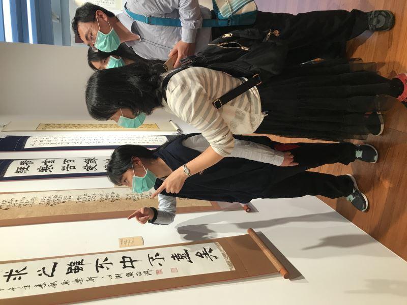 「2021年台北國際書法展暨迎春揮毫大會」現場民眾參觀作品