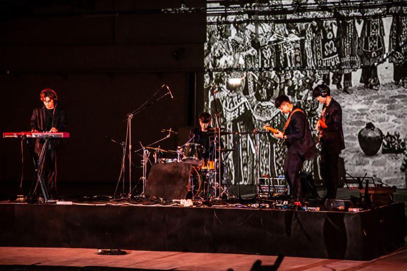 《漂流木》透過音樂的演奏與老照片的訊息,讓觀眾帶著平靜的心情且不受框架限制地欣賞作品。