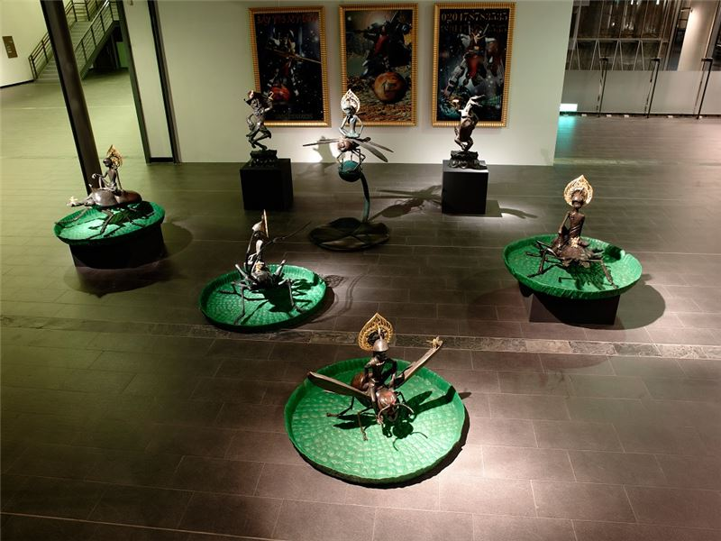 楊茂林〈封神演義—摩訶婆娑世界的夢幻島〉2005-2006 鑄銅、金箔 尺寸依展出場地調整