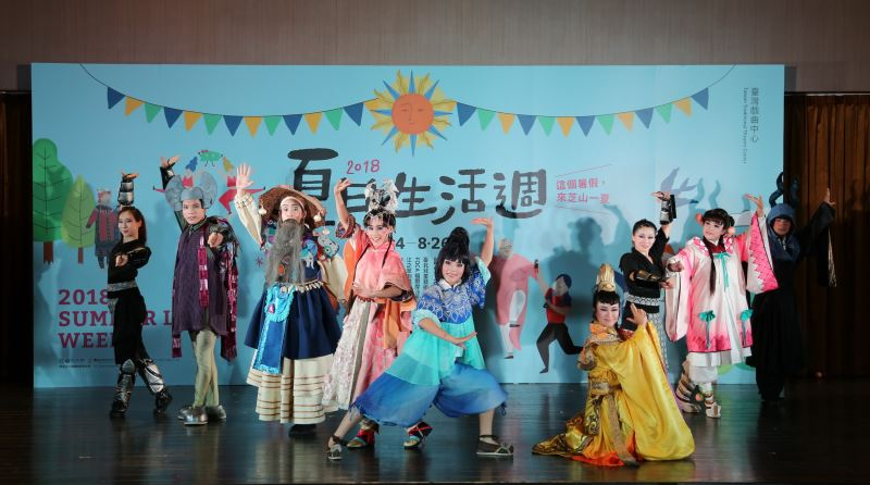 明華園風神寶寶兒童劇團以歌仔戲形式搬演膾炙人口的兒童故事《晴空小侍郎之明星節度使》