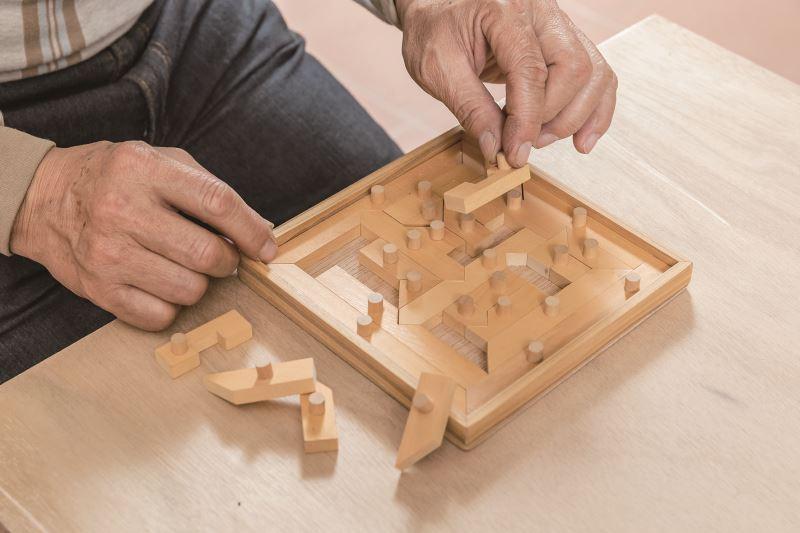 這組益智遊戲是陳正忠創作研發的第一款作品,也是他最喜歡的作品,能夠看到人們把玩使用產品,對他來說是最大的快樂。