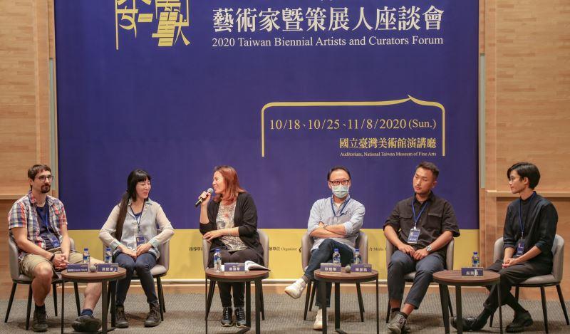 獨立策展人鄭慧華主持第二場座談「獸倣者/獸形人」(國美館提供)