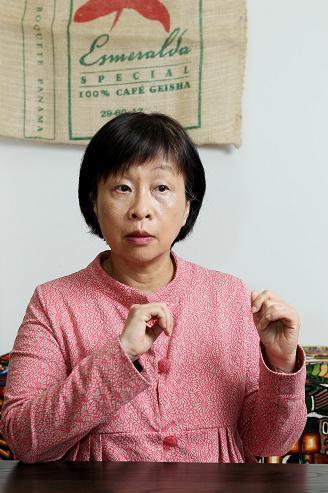 李昂肖像照(來源/文訊出版社)