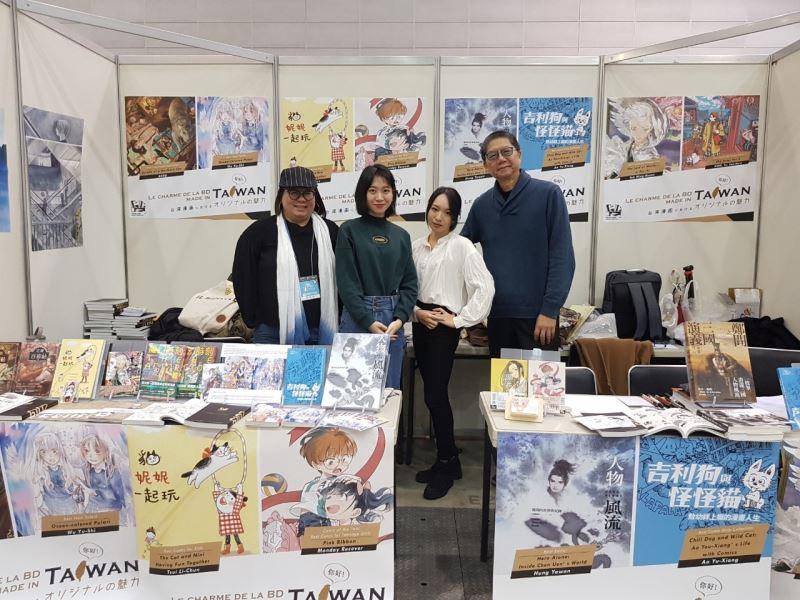 日本北九州海外漫畫祭Kaigai Manga Festa。(左起)漫畫編輯獎得主洪雅雯、漫畫新人獎得主吳宇實、少女漫畫獎及年度漫畫大獎得主星期一回收日、單元漫畫獎得主敖幼祥。(2)