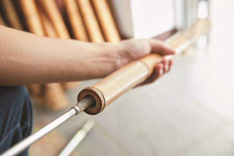 打磨竹子內徑所使用的工具都是李亮勳特別訂製的工具,也是製作洞簫過程最關鍵的步驟。