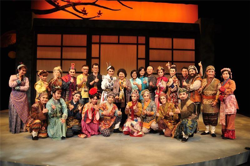 春美歌劇團。