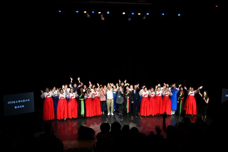 2019亞太傳統藝術節第二梯次越南與韓國演出團隊熱情感謝民眾的觀賞