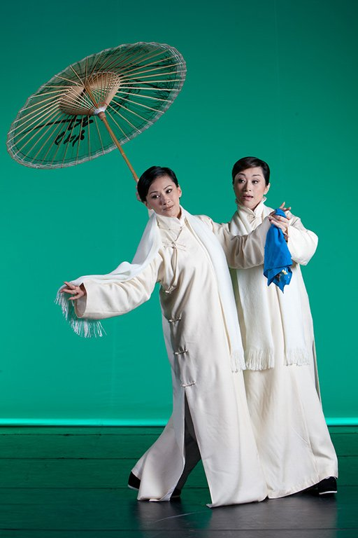Promotional photo from One Hundred Years on Stage(Wei Hai-min as Ru Yue-han, Ju Sheng-li as Jin Ling)(2011)