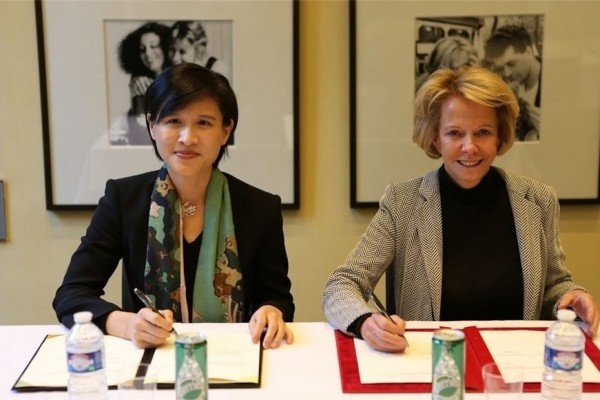 From left to right: Culture Minister Cheng Li-chiun and Frédérique Bredin, president of the National Centre for Cinema and the Moving Image (CNC).