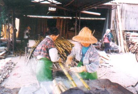 03擦拭煮沸後的竹材