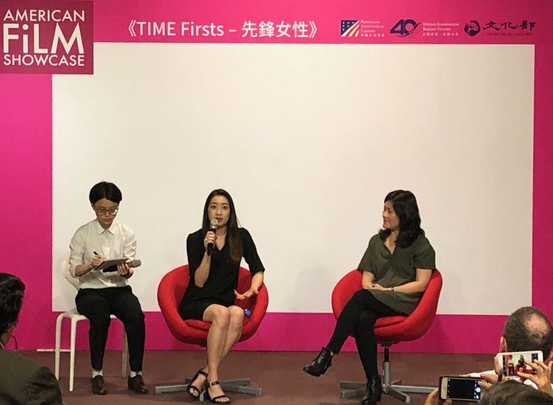 Diane Tsai (center)