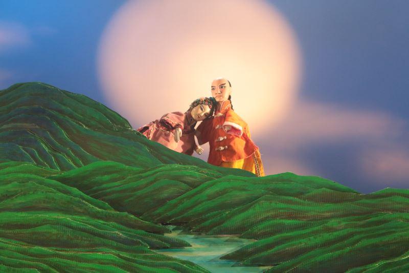 在地耕耘的長義閣掌中劇團帶來《忠義十九公》,為嘉義在地觀眾一解「嘉義」命名之謎。