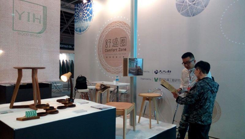 「一壹」以高級手工質感單椅為主打商品,以流線的造型和柔合拼貼的配色重新詮釋原本剛硬的椅具印象,顏色輕盈且具設計感。