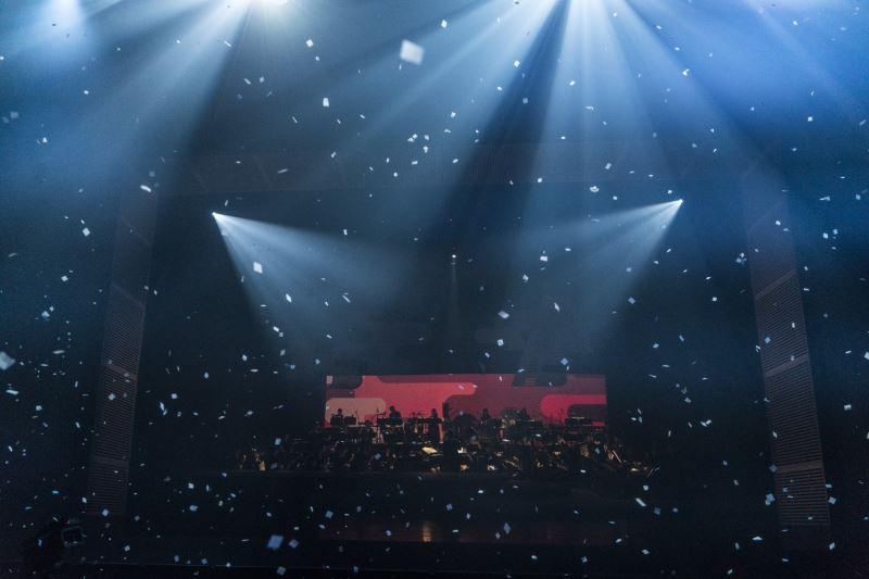 表演段落「4D體感互動」,本次演出將透過4D體感互動,包含紙花、水霧、香氛、煙霧、燈光等效果,呈現四季季節變換。