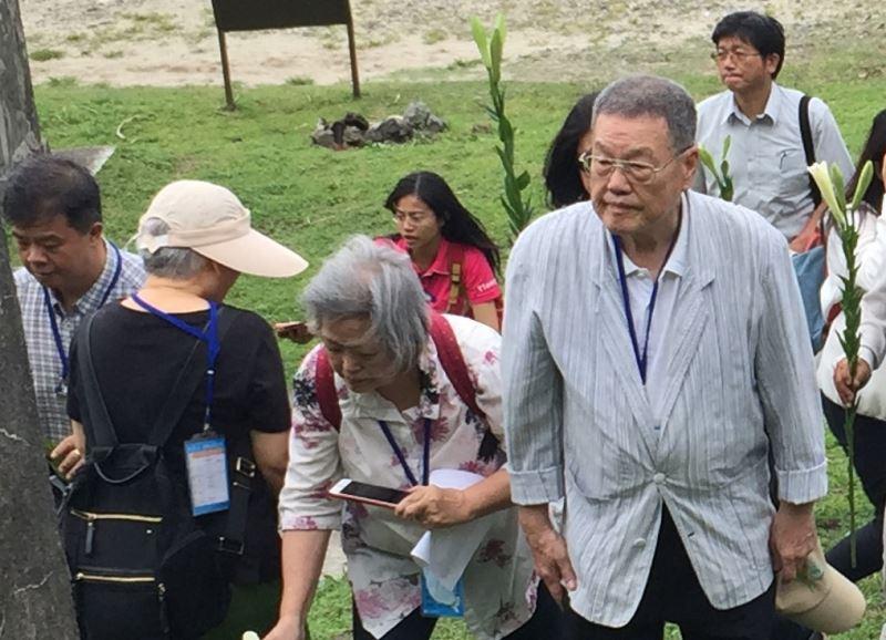 圖2__二二八關懷總會前理事長潘信行(右)出席綠島五一七紀念活動