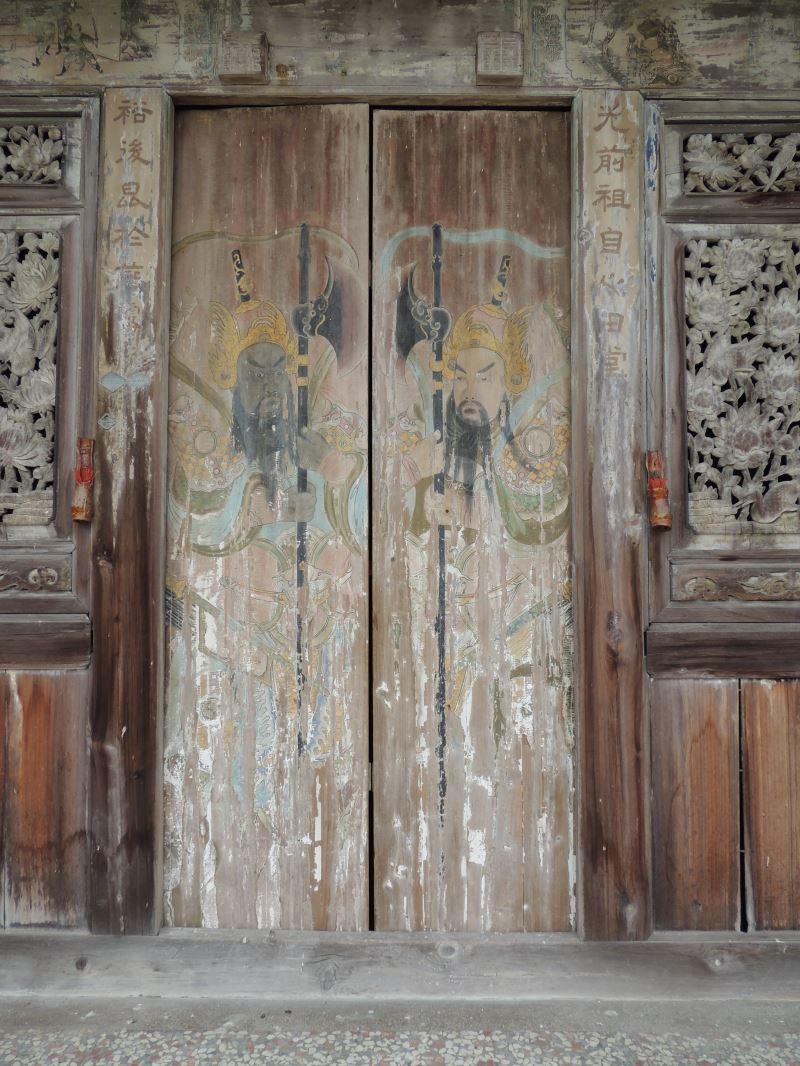 彰化縣定古蹟大村景祿公祠的門板是由郭新林所繪,鮮為人知。
