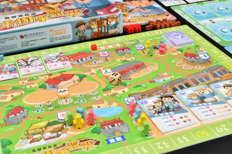 國立傳統藝術中心開發北管文化之《子弟團爭霸戰》桌遊,玩家需透過蒐集資源來強化自己的軒社實力,以成為傳藝城中最優秀的北管子弟團。