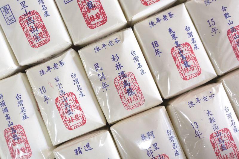 振發茶行的手工紙包茶,已有百年歷史。