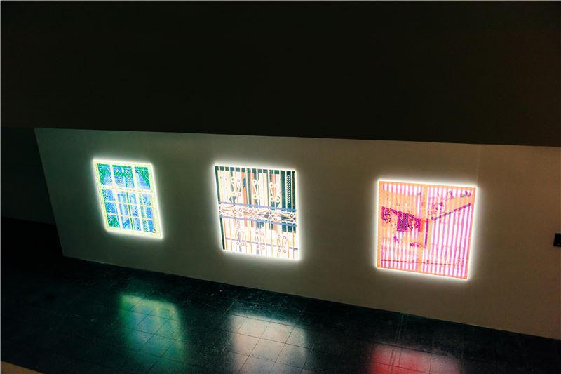 以鐵窗花為作主題,轉化成燈箱展示呈現單件的窗景符號