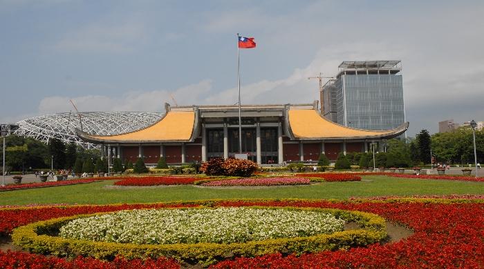 正門前噴水池廣場