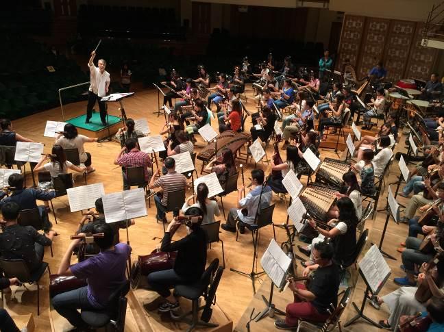 「和平禮讚音樂會」臺灣國樂團與香港中樂團於香港文化中心聯合排練。