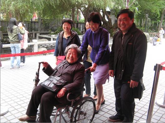 服務台提供輪椅借用(照片)