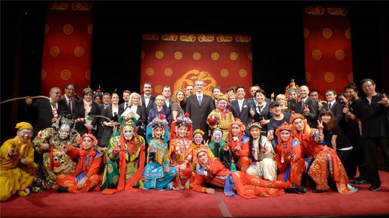 科希策國立劇院演出結束後合影
