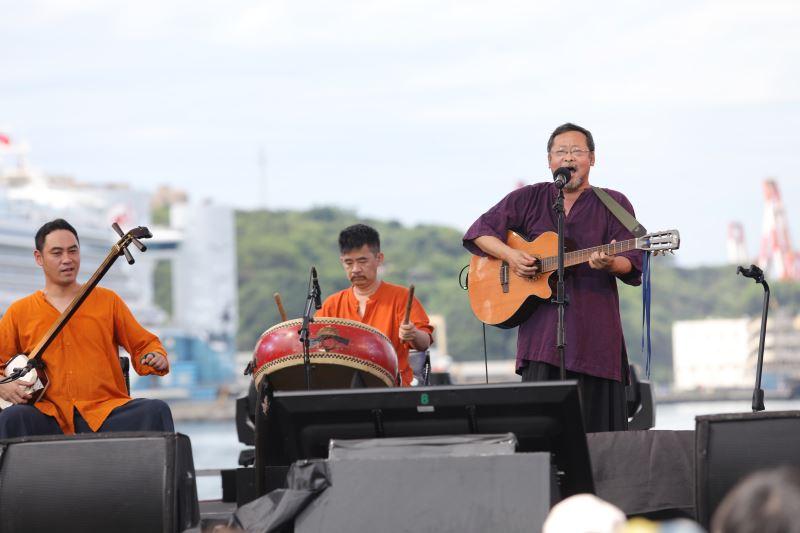 Folk singer Chen Ming-chang (陳明章).
