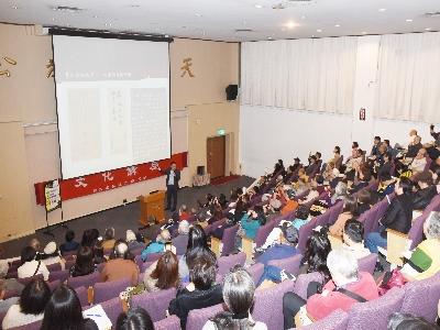 葉國興博士彷彿引領聽眾做了一趟深度的國際藝術品鑑定拍賣之旅,獲得全場近2百位聽眾的喝采。