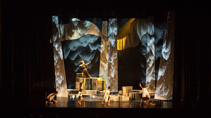 由於《雲海中的仲夏夜──天祭HOCUBU》一劇擁有風格迥然不同的奇幻場景,陳瓊珠特別配合影像設計,以光影、燈光等視覺特效共同打造奇幻舞台。