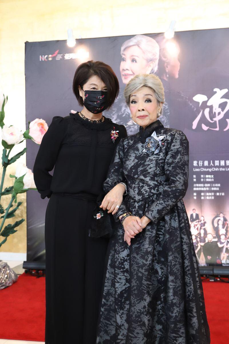 劉麗貞團長與廖瓊枝老師合影。