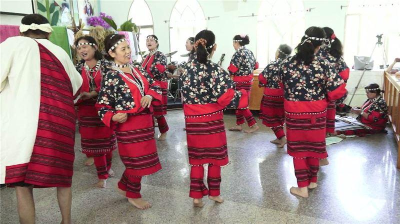 賽德克傳統文化藝術團演出照片(2013)。