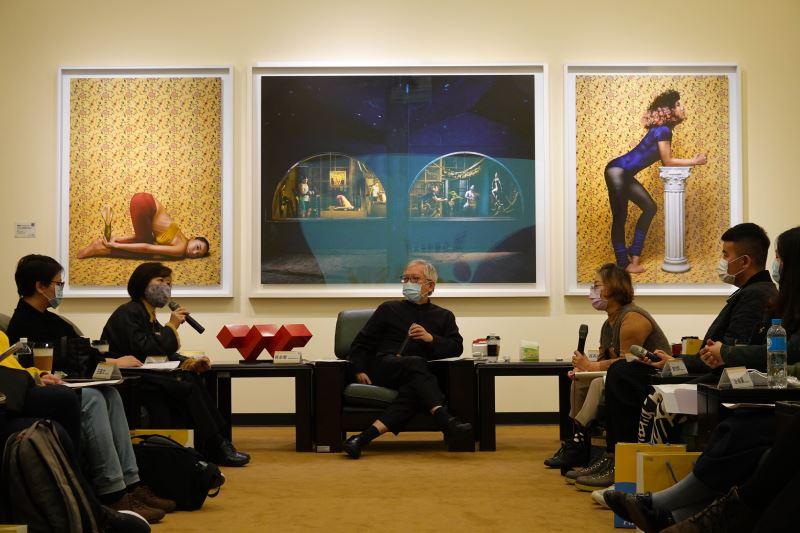 座談會現場國美館研究組蔡昭儀組長回應藝術家觀點