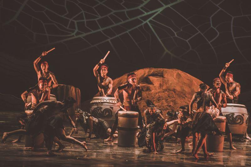 九天民俗技藝團以現代化的方式將傳統陣頭文化精緻呈現。