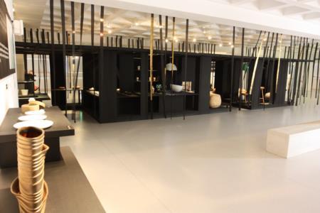 2F-Yii展區 2-展場設計以黑色系為主,襯托精緻美器