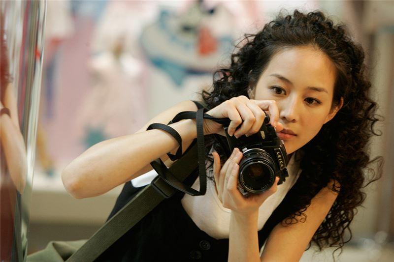 導演卓立曾任電影製片,初執導演筒便遠離台灣新電影的作者論傾向,邁向娛樂、商業性強的類型片模式。
