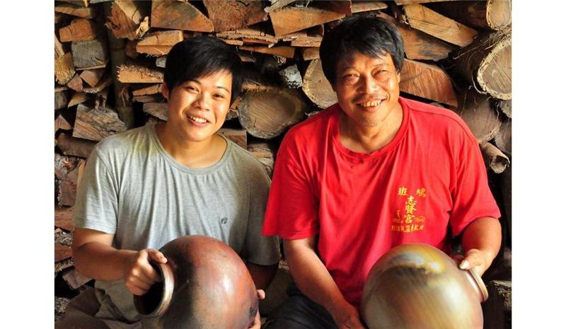 東鳩薪傳--陳民富與陳信价父子寫下東鳩窯傳奇