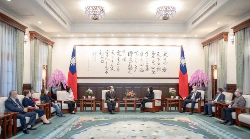 President Tsai meets with  Charles Hsu, Melissa See and Chen Fei-long