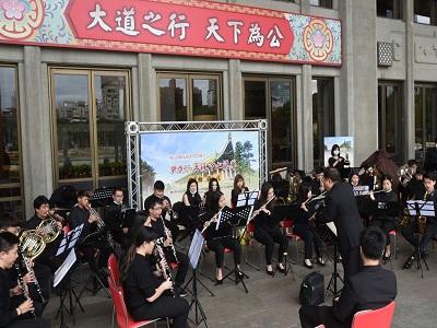 段富軒教授指揮中國文化大學管樂團