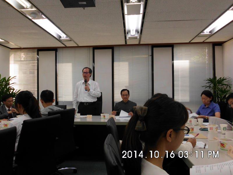 103年度第一場次專家學者諮詢會議-蒙藏委員會陳主任秘書致詞(後排左立)