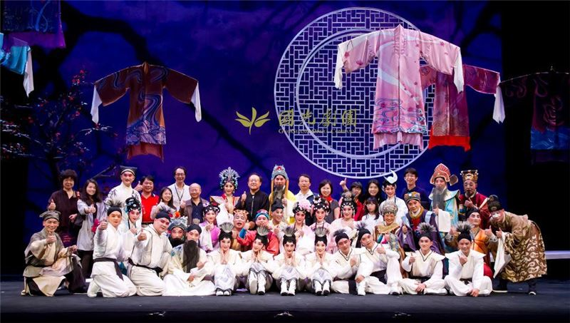 "Group photo of ""GuoGuang Opera Company"""