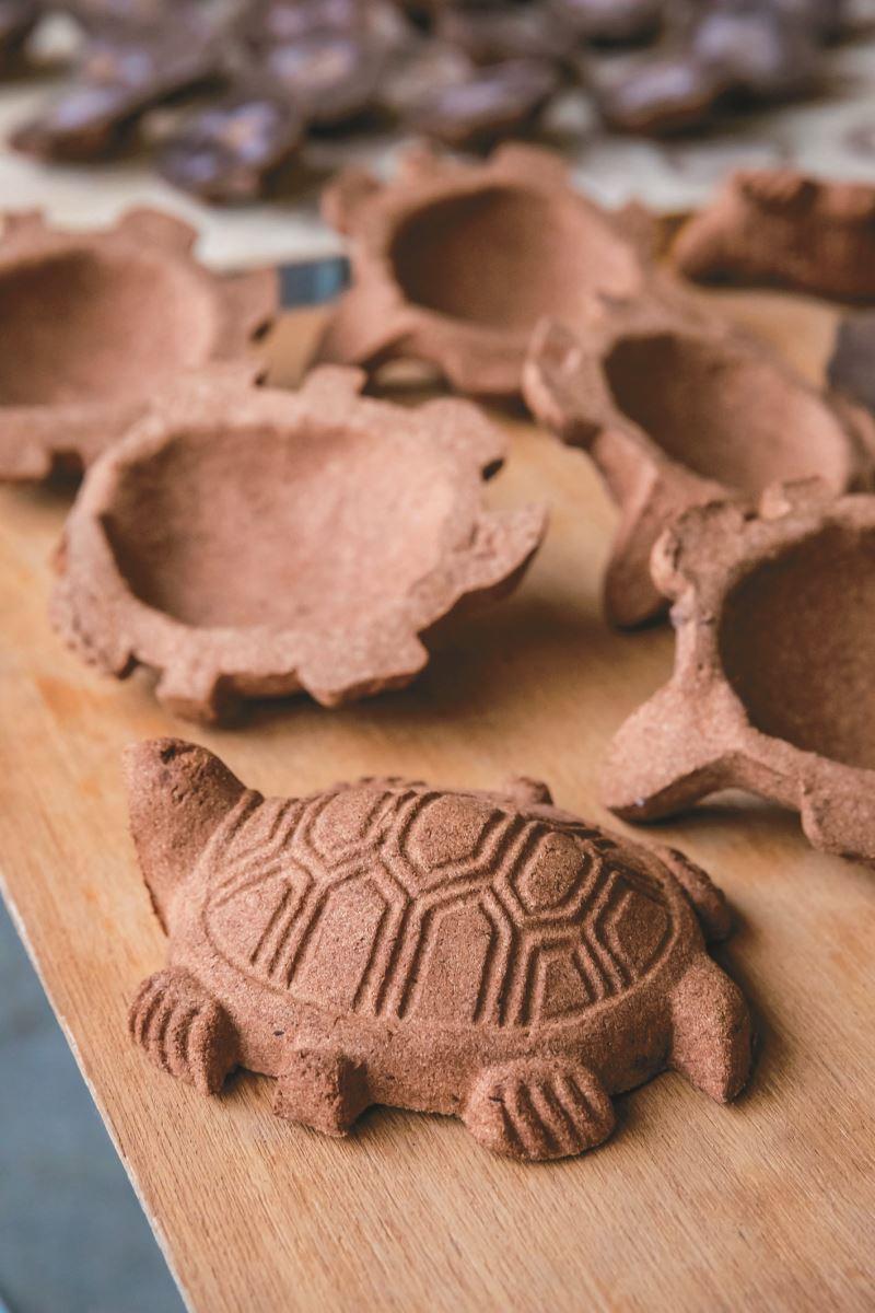 現在土黏香翁仔頭體驗DIY課程可以自己壓模、手繪各式各樣翁仔頭。