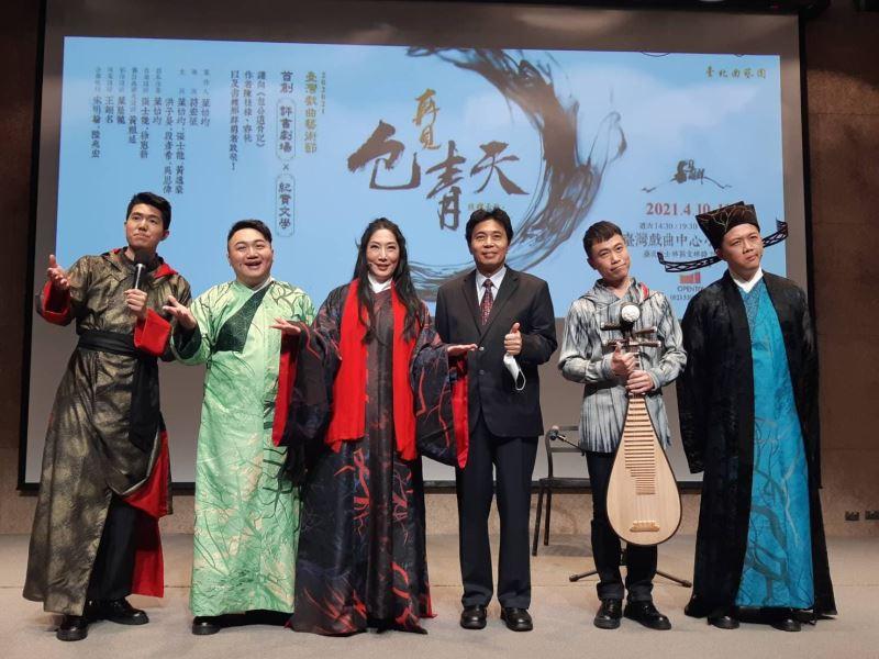 合照(左起:段彥希、吳思偉、葉怡均團長、鄒求強副主任、張士能、黃逸豪)