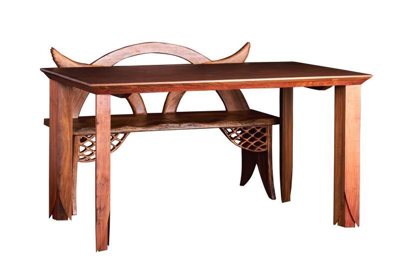 新玉清木器所製作的「菱聚、凝聚」餐桌,非常注重細節。