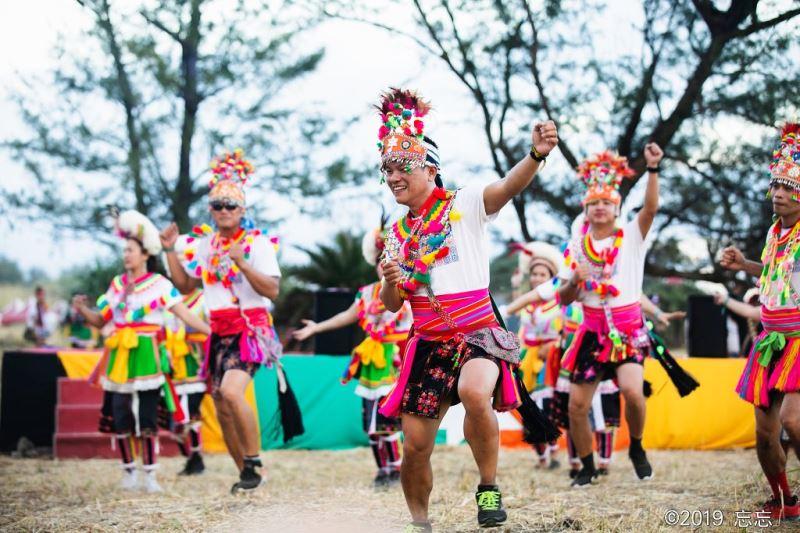 除了獨唱,舒米恩將帶領阿美族部落族人將臺東都蘭的山海熱情「直送」臺北。(照片: 米大創意有限公司 提供)