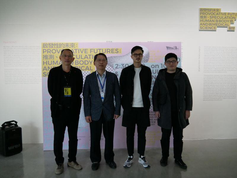 藝術家姚瑞中、國美館梁晋誌副館長、策展人宮保睿、顧廣毅合影(由左至右)