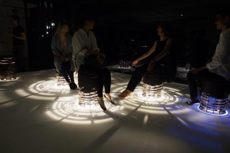 2F-界域之外特展-通透彈性椅凳與光影之結合,與民眾直接互動(回顧)