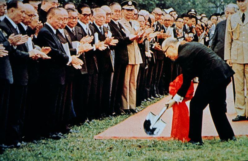 嚴前總統主持中正紀念堂動工典禮