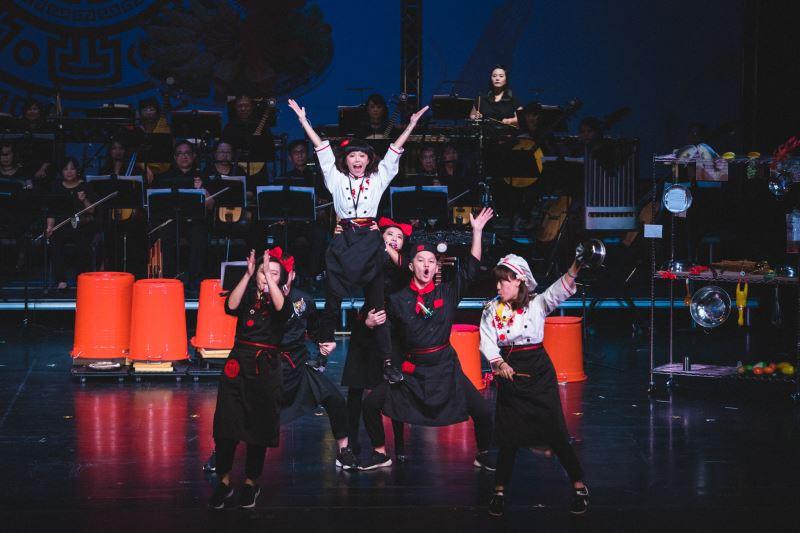 在《寶島辦桌》中,臺灣國樂團將辦桌文化融入音樂劇場,激盪不同藝術領域間的火花。